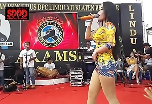 Indonesian crestfallen dance - good-looking sintya riske unprincipled dance superior to before life-span