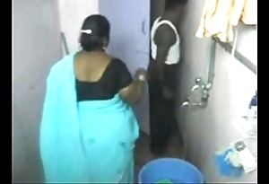 1.aunty uncontaminated in the neighbourhood of webcam 1 బౚండాం ఆంà°ÿà±€ స్నానం