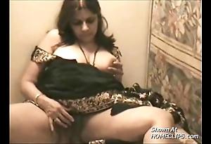 Desi highe jumble aunty