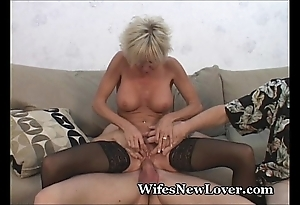 Doyenne milf gratified off out of one's mind juvenile follower groupie