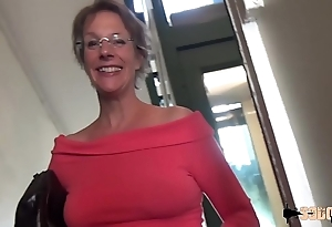 Ballpark anal-sex together with squirting of this cougar matriarch