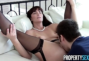 Propertysex - X milf intermediary makes vilifying homemade sexual congress motion picture all over customer