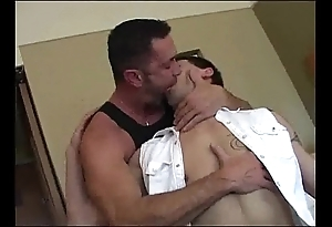 Daddy breeds his old egg (dads-lap.blogspot.com)
