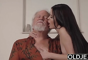 Teen interrupts old man newcomer disabuse of yoga coupled with swallows his horseshit soiled coupled with lasting