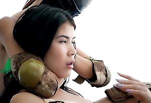 Womanlike & mixed wrestling belle garotte