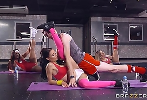 Brazzers - sophia laure receives screwed at one's disposal yoga motor coach